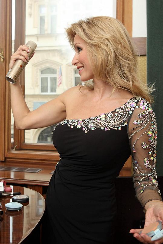 Kateřina Brožová během příprav na charitativní vystoupení.