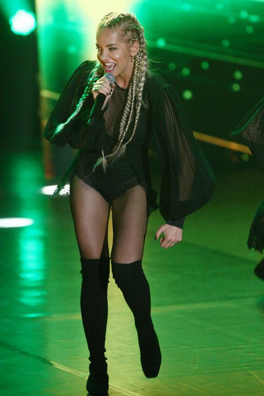 Jednou z nejskromnějších zpěvaček je Dara Rolins, která v požadavcích myslela hlavně na občerstvení pro své tanečnice.