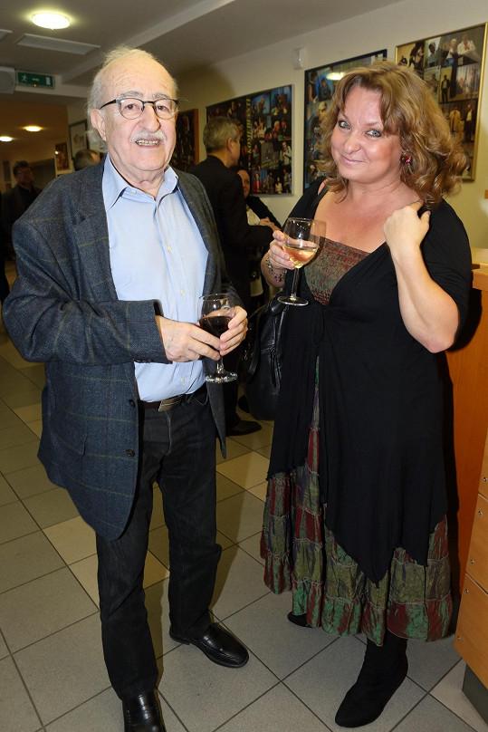 Režisér se svou partnerkou Martinou Hudečkovou, která o něho poslední měsíce pečovala.