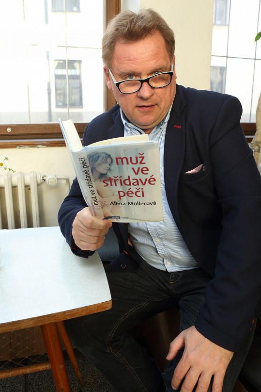 Václav Kopta předčítal z knihy Muž ve střídavé péči.