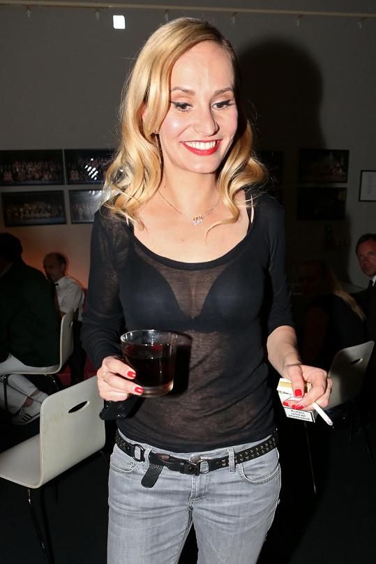 Monika Absolonová nepohrdla alkoholem ani cigaretou.