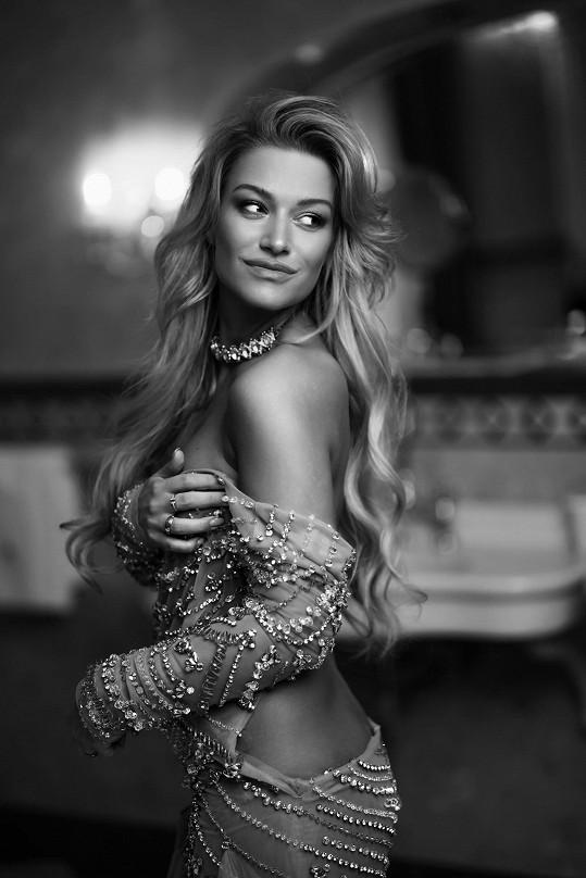 Dominika Myslivcová fotila pro pánský magazín.