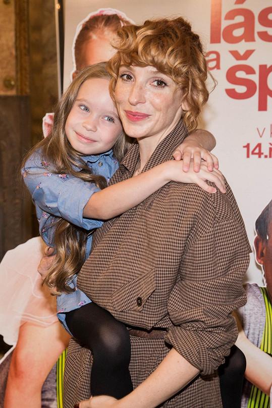 Maminku jí hrála krásná Vica Kerekes.