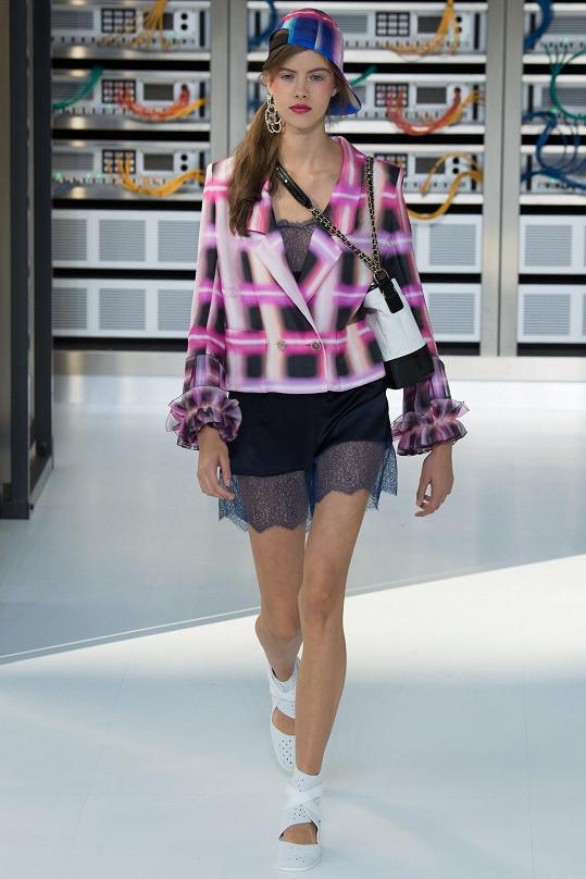 Nedávno šla přehlídku pro nadcházející jaro a léto módního domu Chanel.