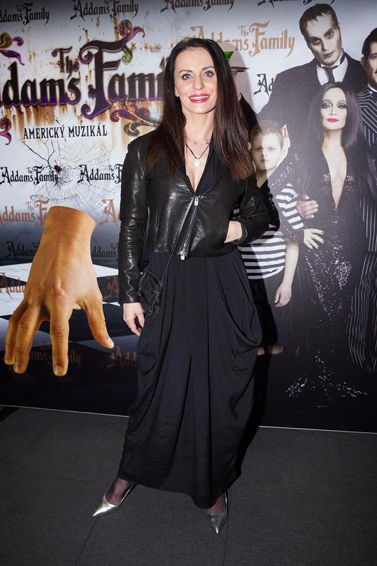 Muzikálová zpěvačka Markéta Procházková by z fleku mohla do Addams Family naskočit.