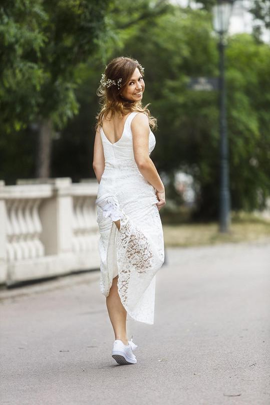 Pokud by se měla Bára vdávat, klasické svatební šaty by jistě neoblékla.