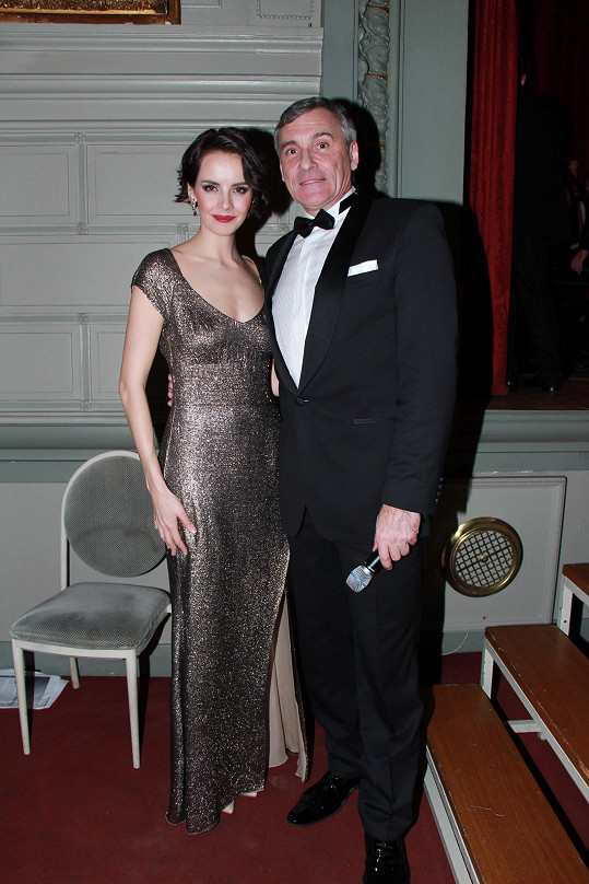 Český ples v Bruselu letos moderovali Gabriela Kratochvílová a Jan Čenský.