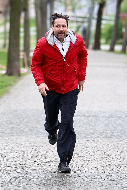Martin Trnavský trénuje na běžecký závod.