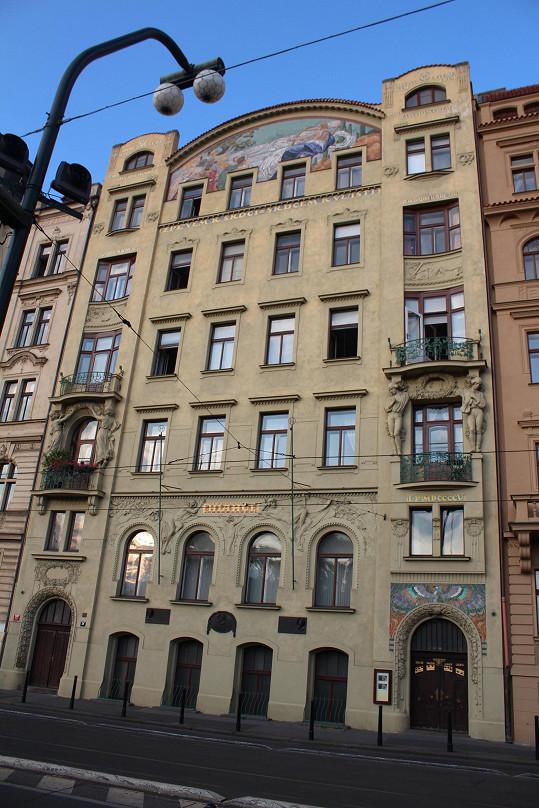 V tomto době skončil v roce 1943 svůj život první manžel Adiny Mandlové Zdeněk Tůma. V roce 1966 spáchala skokem z okna sebevraždu jediná dcera Hany Vítové Bedřiška.