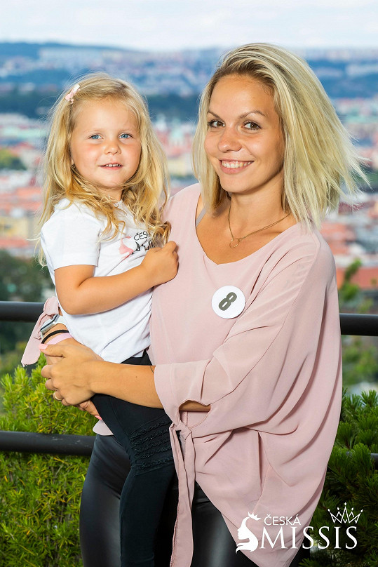 Aneta Šáchová se svojí roztomilou holčičkou