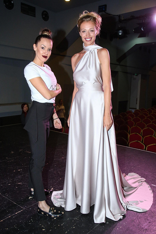 Veronika s návrhářkou Zuzanou Lešák Černou