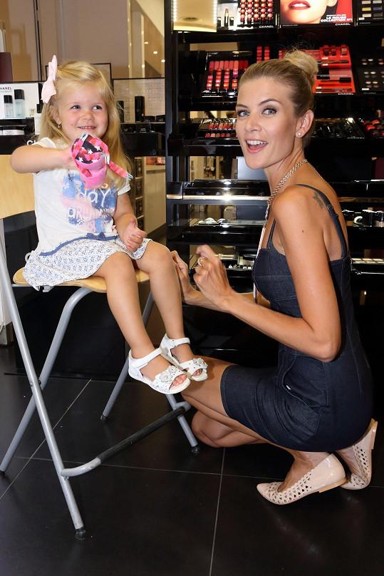 Iveta Vítová s tříletou dcerou Anetkou