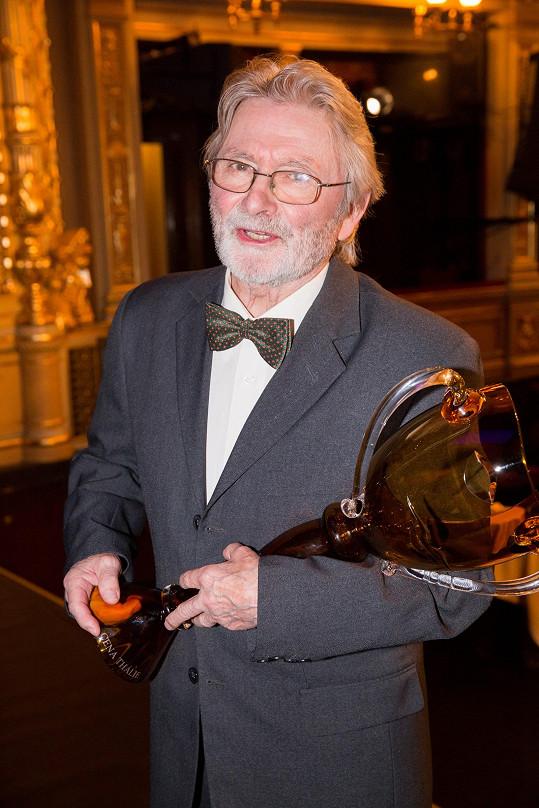 Ladislav Mrkvička s cenou Thálie za celoživotní dílo v oboru činohra.