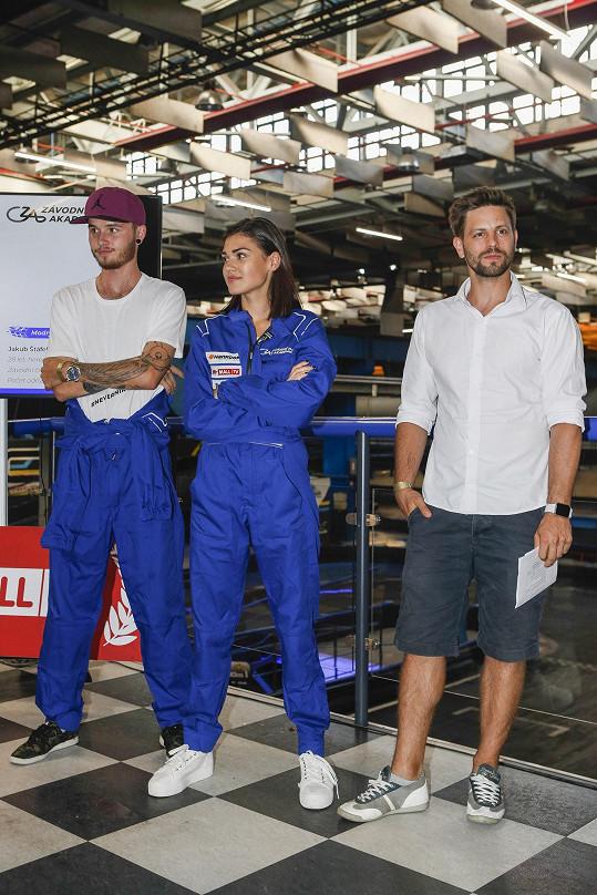 Odborný dozor nad celou show bude mít jeden z nejpovolanějších znalců oblasti automobilového prostředí u nás, jenž má bohaté zkušenosti nejen zpoza závodních vozů, ale současně se věnuje moderování Formule 1, a tím je Jan Charouz (vpravo)