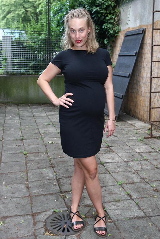 Aneta Krejčíková je v 7. měsíci.