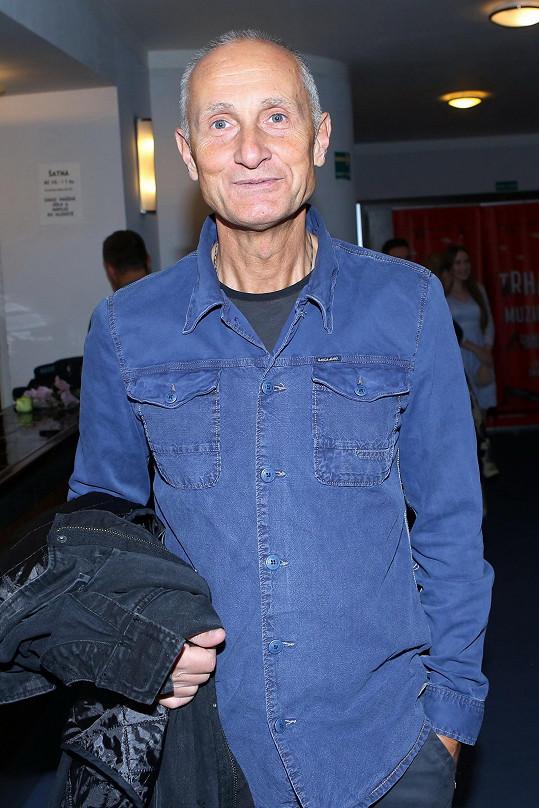 Josef Carda alternuje roli s Michalem Kavalčíkem, který hrál premiéru.