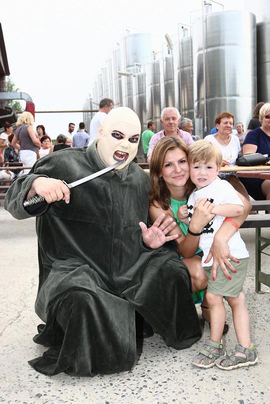 S rodinou v kostýmu z muzikálu Addams Family
