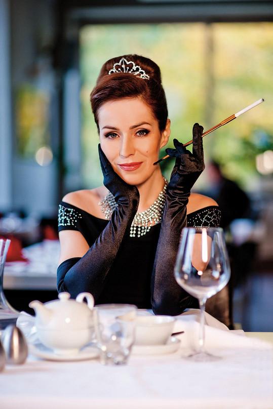 Soňa jako Audrey Hepburn z legendárního filmu Snídaně u Tiffanyho