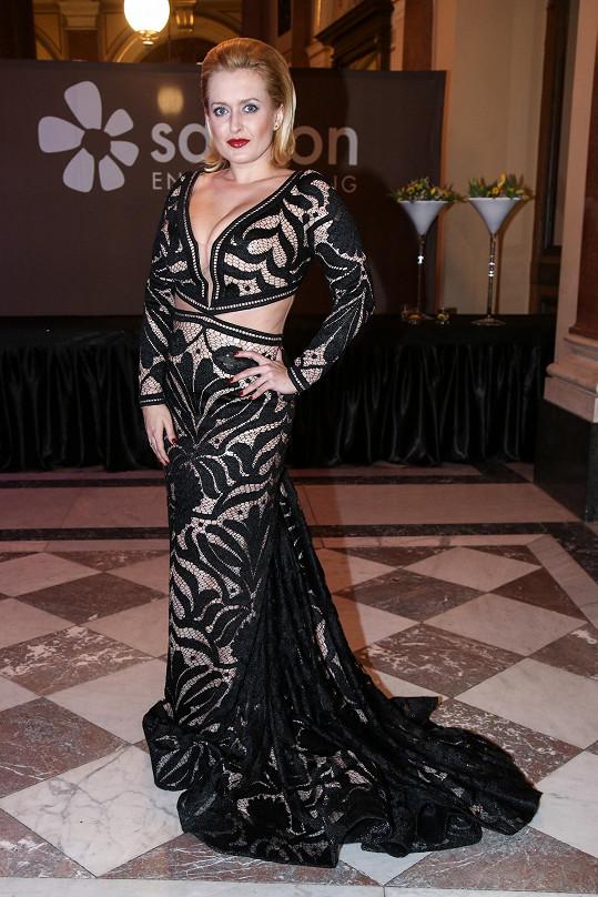 Miluška měla krásnou róbu Queen Couture Paris.