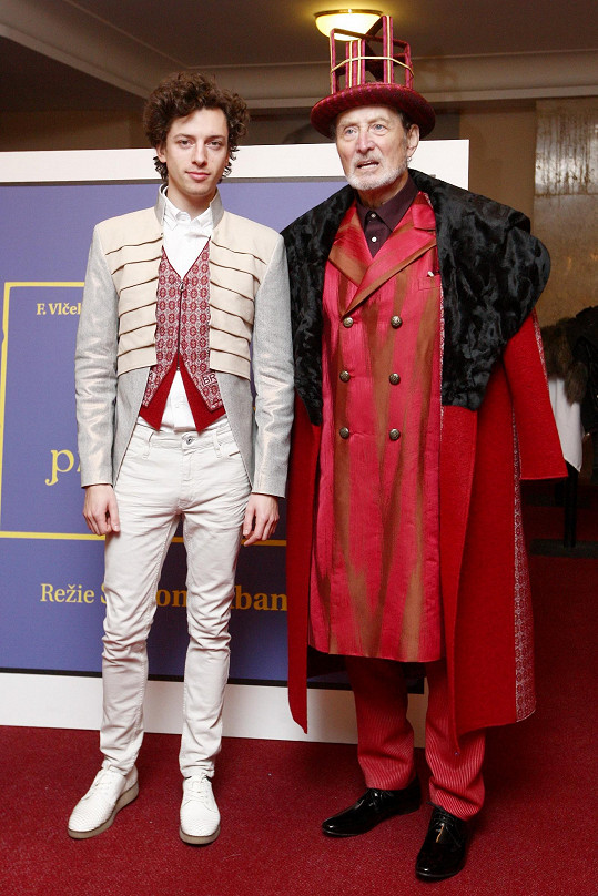 Roli Honzova královského otce si zahraje Ladislav Frej.