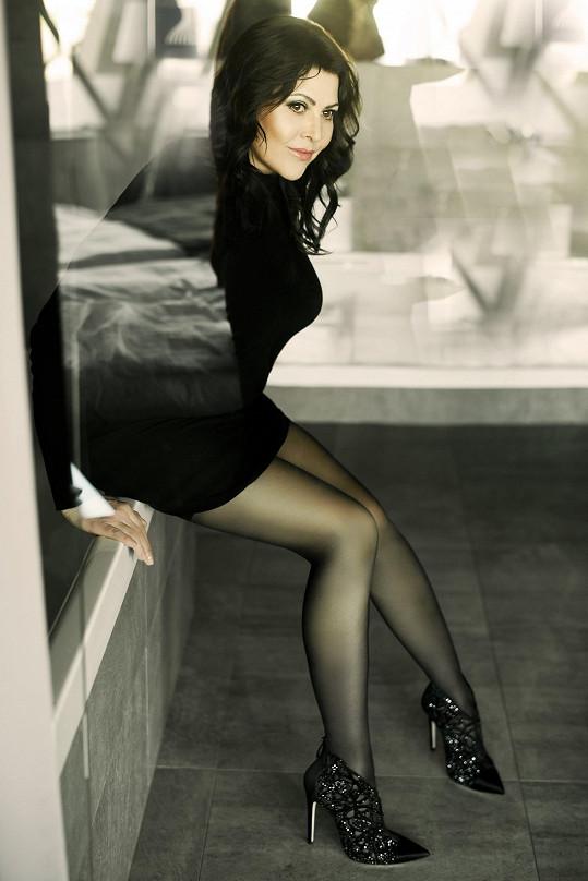 Na nových fotkách v mini ale ukázala dlouhé nohy.