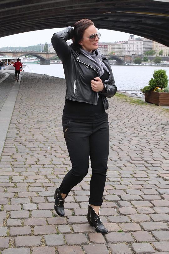 Jitka Čvančarová dorazila se zpožděním. Zdržely ji doma mateřské povinnosti.