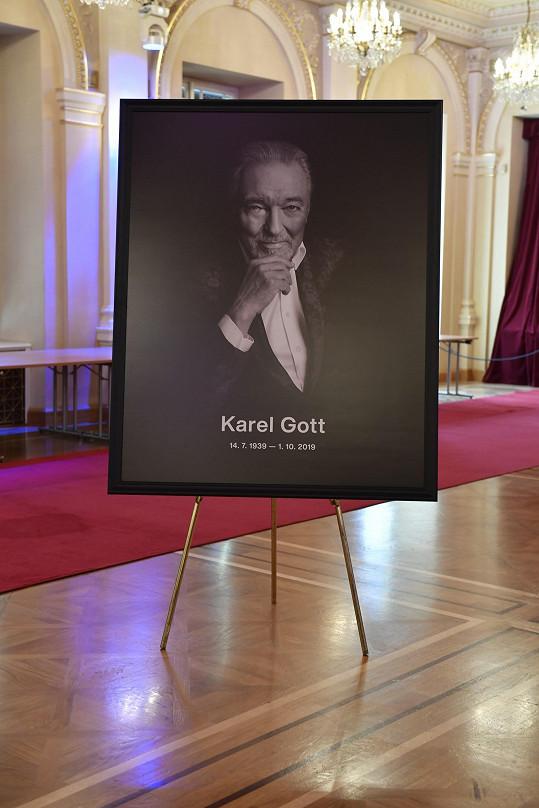 Karel Gott zůstane navždy v srdcích tisíců fanoušků.