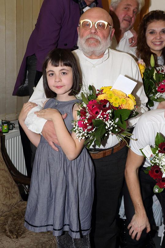 Arnošt Goldflam s dcerou, která dostala netypické jméno Mimi Irena.