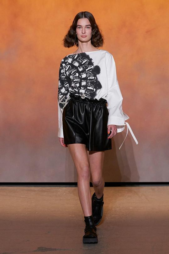 Eliška Havlíková na fashion show Hermès