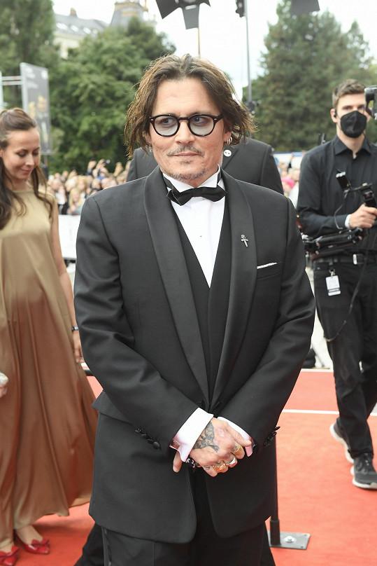 Johnny Depp při příjezdu na závěrečný ceremoniál