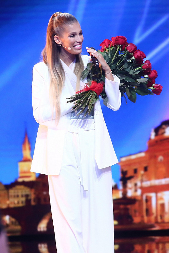 Jasmina Alagič dostala i krásnou kytici k narozeninám.