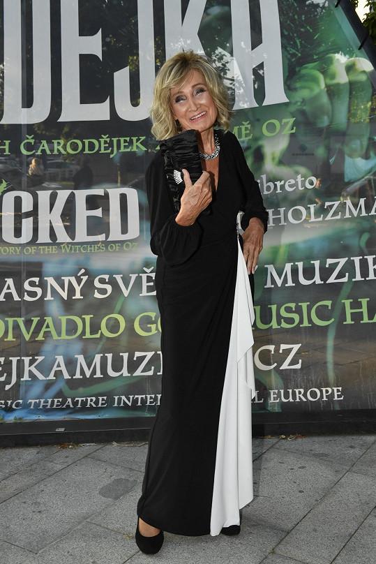 Zuzana Bubílková v černobílé klasice