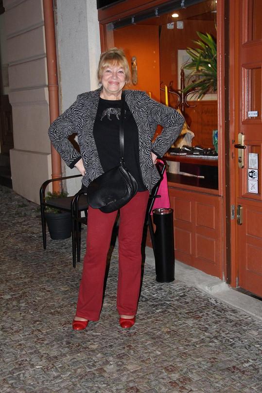 Zuzana Burianová žije střídavě ve Švýcarsku a v Praze.