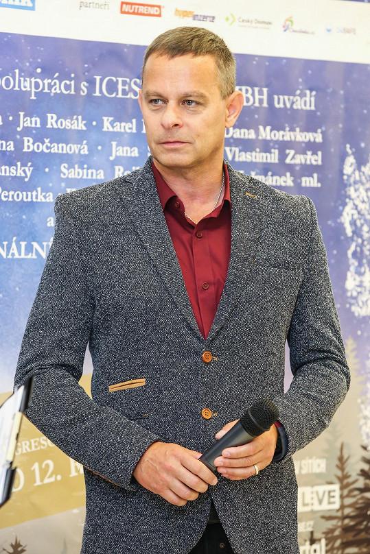 Filip Renč je režisérem Popelky.