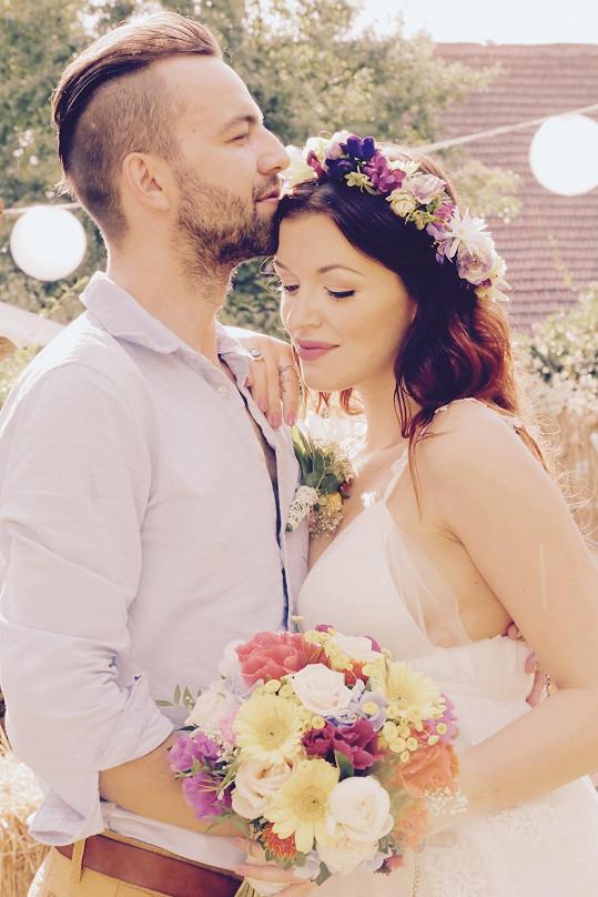 Jitka a Lukáš pojali svou svatbu na Vysočině v bohémském stylu.