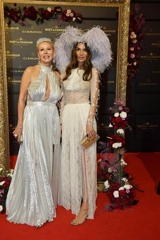 Eliška Dospivová (vpravo) s kamarádkou Kamilou Mortimer.