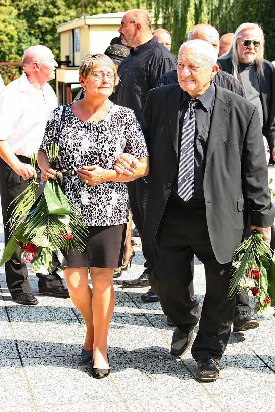 Přišli také Zdeněk Srstka s manželkou.