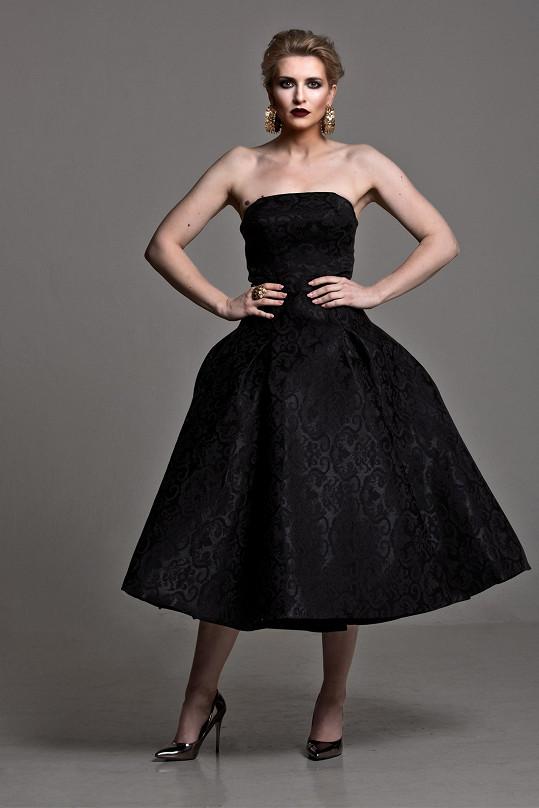 Lenka v modelu návrhářky Debbie Brown.