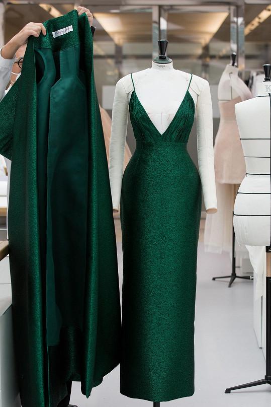 Šaty evokovaly 70. léta.