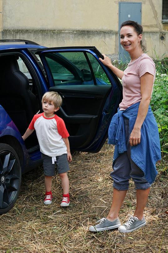 Jednu z hlavních dětských rolí dostal jejich syn Mikuláš.
