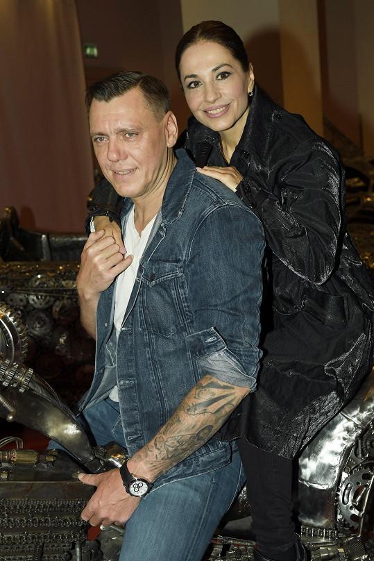 V létě prozradila, že s partnerem Josefem Wittnerem je již několik měsíců zasnoubená.