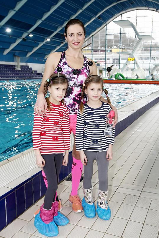 Ke sportu vede i svoje dvojčata Sofii a Alexandru.