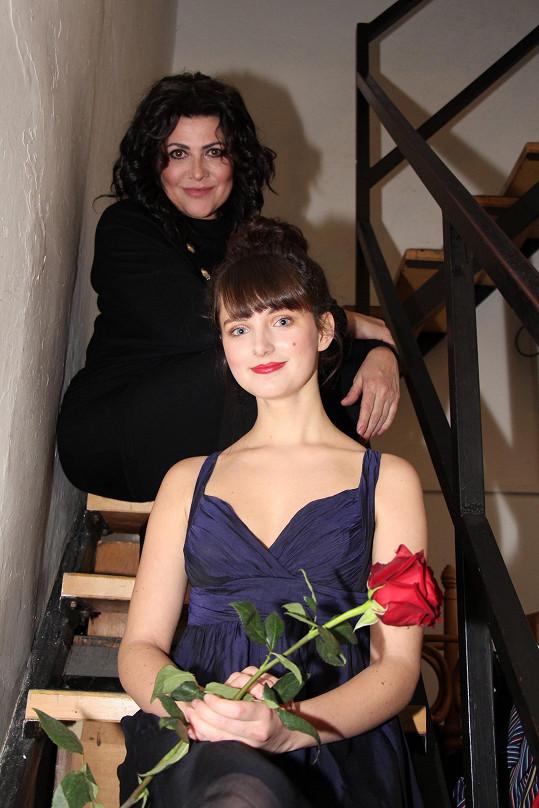 Patricie napsala text k písničce Boky jako skříň Ewě Farne a také k nové písničce Ilony Csákové Pořád jsem to já.