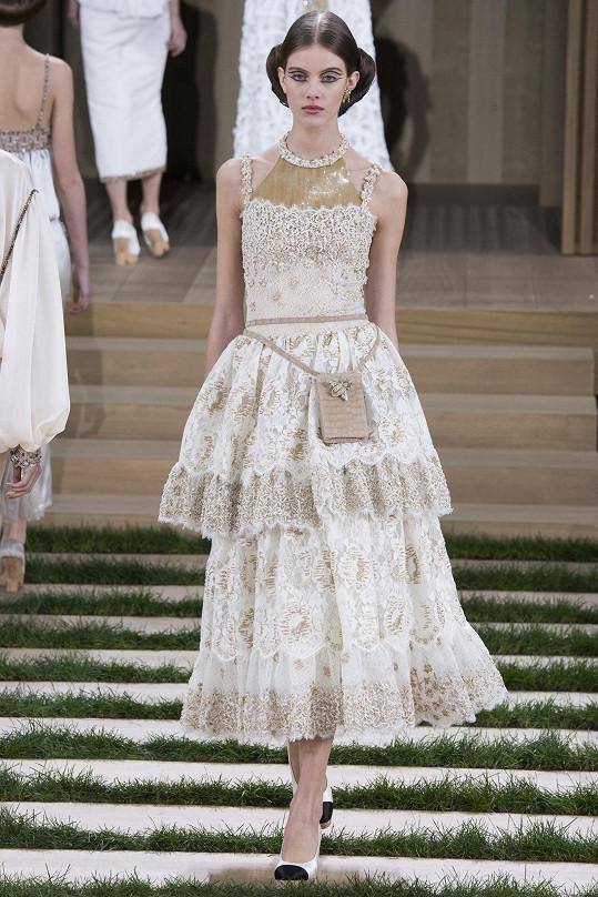 Podzimková nechyběla ani v sestavě modelek na přehlídce módního domu Chanel, která se stala senzací Pařížského módního týdne.