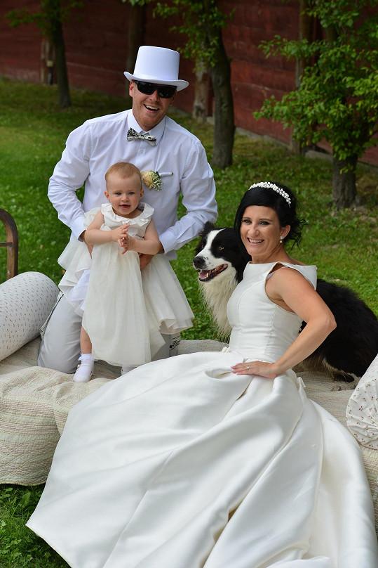 Bára s novomanželem a dcerou Amálkou