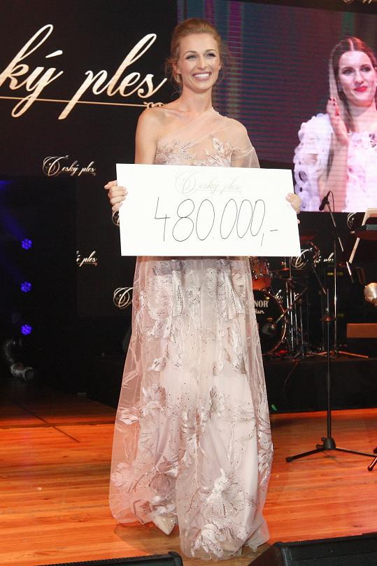 Po šeku na 480 tisíc korun se ještě dalších 100 tisíc korun přihodilo.