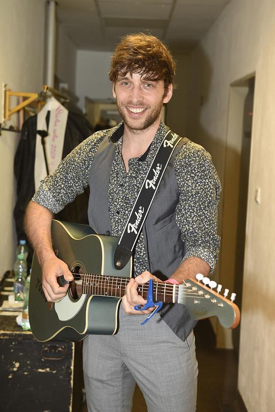 Roman Tomeš je jednou z hvězd seriálu Slunečná.