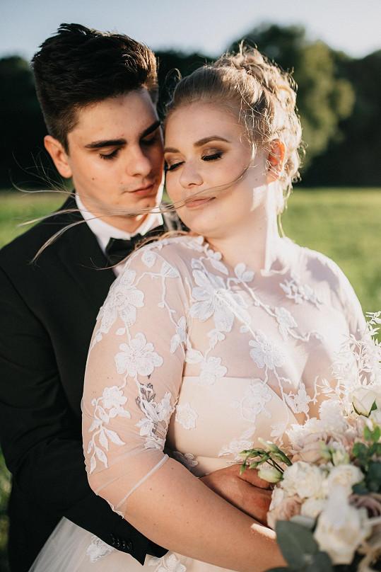 Během letního natáčení se vdala. Svatba proběhla v Brně na krásném, vzdušném kopci.
