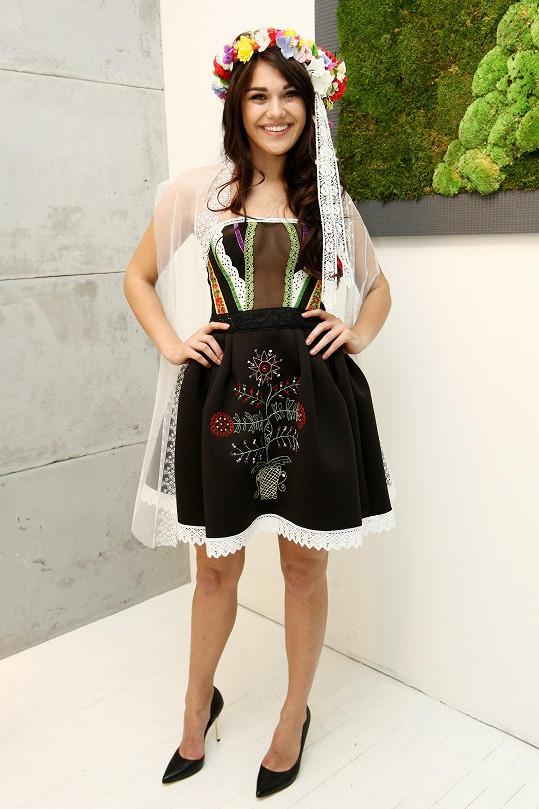 Reprezentovala i v tomto národním kostýmu.