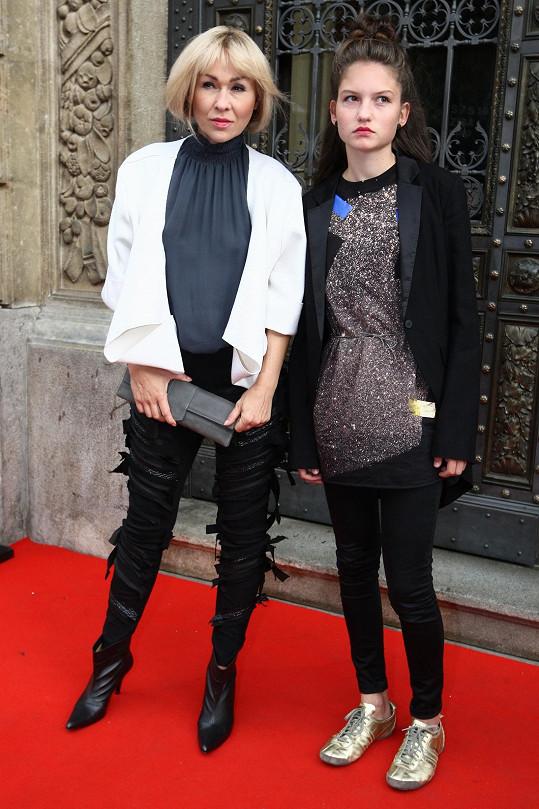 Kateřina Kaira Hrachovcová vzala na týden módy neteř. Přípravu rozhodně nepodcenila.